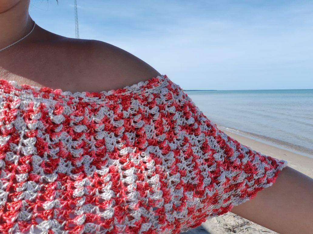 We used the beautiful posts and  shells pattern for this top.