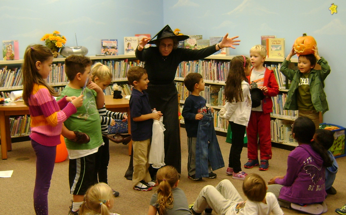 """Carol Simon Levin and kids perform """"The Little Old Lady Who Wasn't Afraid of Anything!"""""""