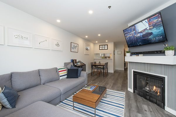 large living area & dining