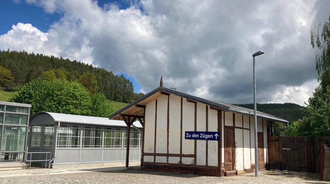 Ein Spielort in diesem Jahr - Bahnhof Rottenbach, Thüringen